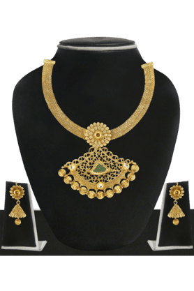 ZAVERI PEARLS Womens Gold Plated Necklace Set - 200929065