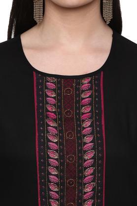 Womens Round Neck Embellished Kurta