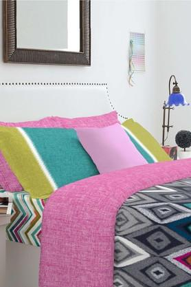 SPACESCotton Geometric Double Bed Set With Pillow Cover