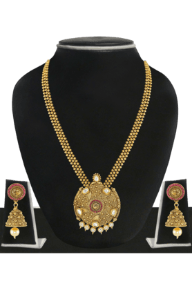 ZAVERI PEARLS Womens Gold Plated Pearl Necklace Set - 200929027