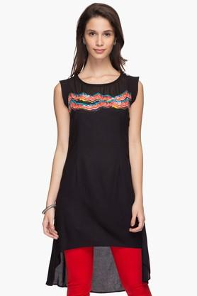 IMARA Womens Round Neck Printed Dipped Tunic