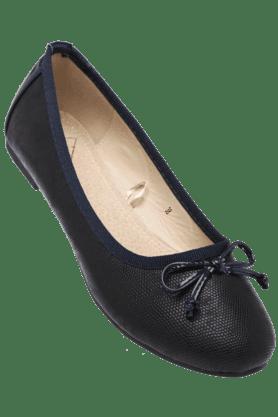 FLAUNTWomens Upper Bow Textured Slipon Ballerina Shoe