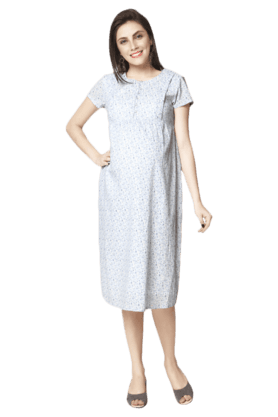 NINE MATERNITY Printed Nursing Gown In Ditsy Floral Print
