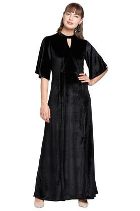 Womens Maxi Fit Key Hole Neck Gown