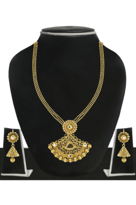 ZAVERI PEARLS Womens Gold Plated Necklace Set - 200929084