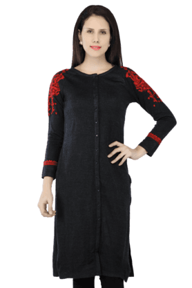 W Women Embroidered Kurta With Long Sleeves