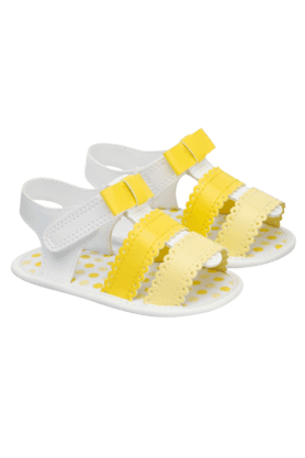 MOTHERCAREBaby Girls Scallops And Bow Sandals