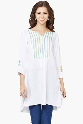 GLOBAL DESI Women Solid V- Neck Kurta