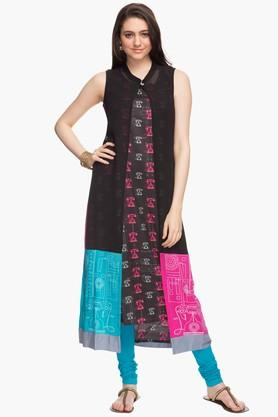 HAUTE CURRY Womens Mandarin Neck Printed Kurta With Shrug