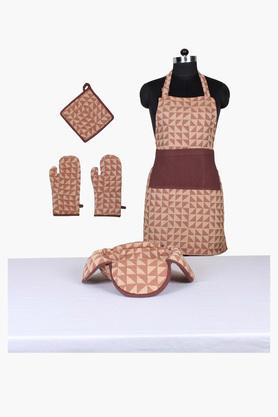 HOUSE THIS The Chaotic Triangles 100% Cotton 1 Apron & 2 Gloves & 1 Pot Holder & 1 Bread Basket - Brown