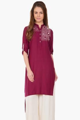 DESI BELLE Womens Embroidered Mandarin Neck Kurta - 201829085