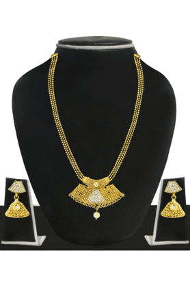 ZAVERI PEARLS Womens Gold Plated Pearl Necklace Set - 200929052