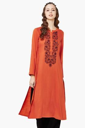 GLOBAL DESI Womens Floral Embroidery Kurta