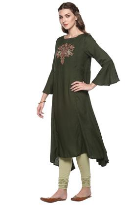 Womens Boat Neck Solid Embroidered Kurta