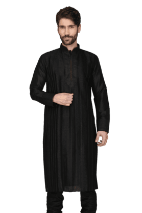 KASHISHMens Embellished Kurta Pyjama Set
