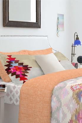 SPACES Cotton Geometric Double Bed Set With Pillow Cover