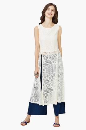 GLOBAL DESI Women's Sleeveless Lace Front Double Slit Kurta