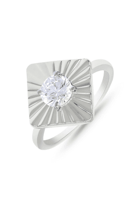 MAHI Mahi Rhodium Plated Square Shine Fingerring Made With Swarovski Zirconia For Women FR1105011R