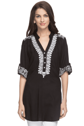SANAA Womens Embroidered Kurta