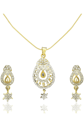 SIA Gold Austrain Diamond Pendant Set-16551