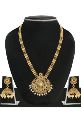 ZAVERI PEARLS Womens Gold Plated Pearl Necklace Set - 200929035