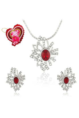 MAHI Mahi Red Aster Flower Pendant Set Made With Swarovski Elements With Heart Shaped Card For Women NL5104130RRedCd