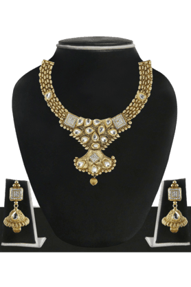 ZAVERI PEARLS Womens Gold Plated Jadau Necklace Set