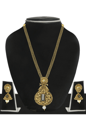 ZAVERI PEARLSWomens Gold Plated Pearl Necklace Set - 200929040