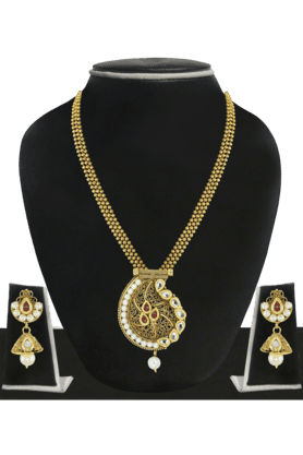 ZAVERI PEARLS Womens Gold Plated Pearl Necklace Set