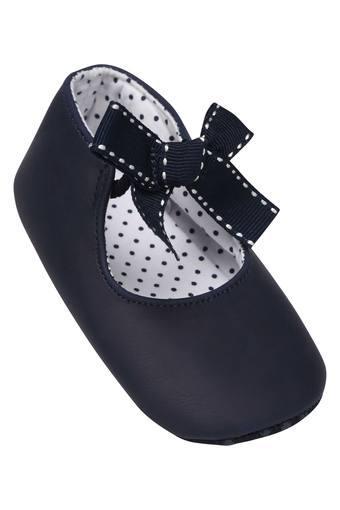 Girls Casual Wear Slip On Pram Shoes