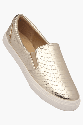SOLOVOGA Womens Party Wear Textured Leather Slipon Ballerina Shoe