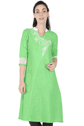 AURELIA Women Embroidered Kurta