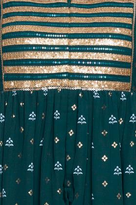Womens Notched Neck Embellished Kurta and Pants Set